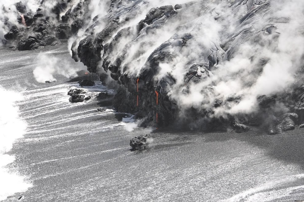 2_Erupting-Volcanic-Paradise-Lava-Rivers---Spatter-Fountains-of-Hawaii-48-PICS_990